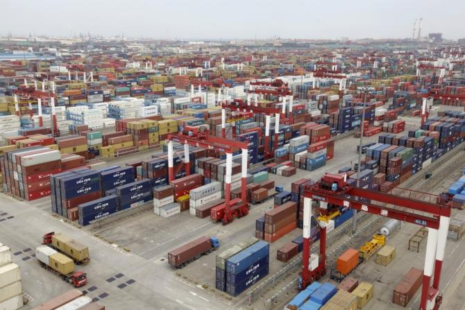 Growth in exports and imports slowed for China, reflecting the weakness of the global economic growth