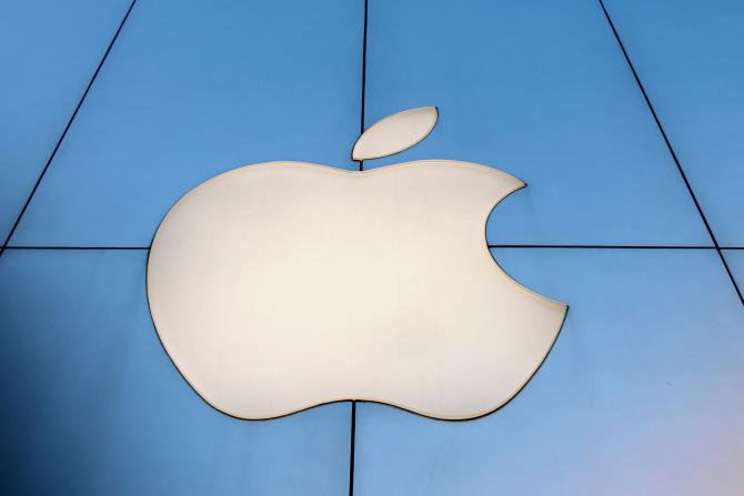 GettyImages-Apple Logo in China