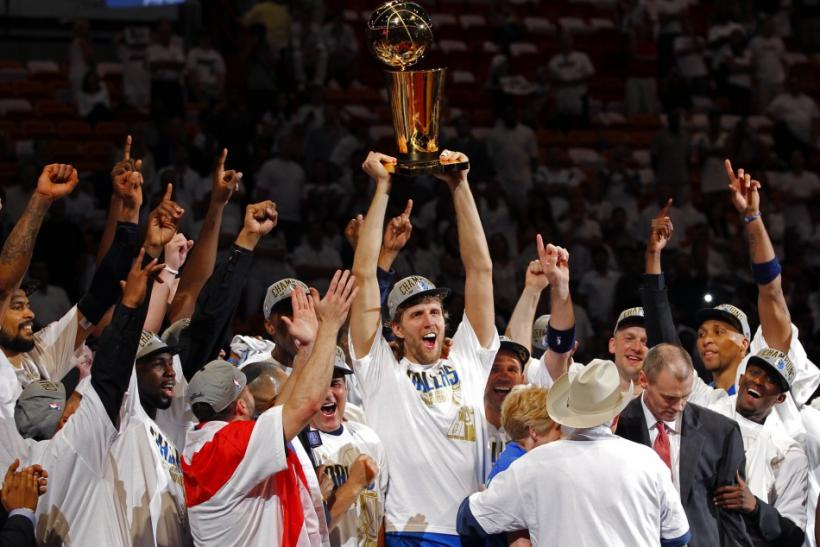 [PHOTOS] Dirk Nowitzki Gets First NBA Championship Ring | International Business Times