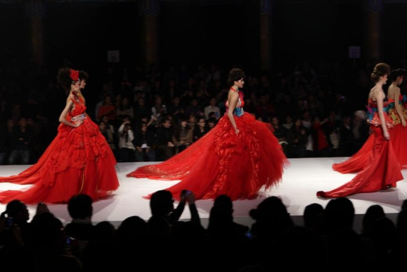 China fashion week haute couture wedding dresses grace the ramp