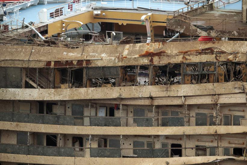 Costa Concordia close up 2