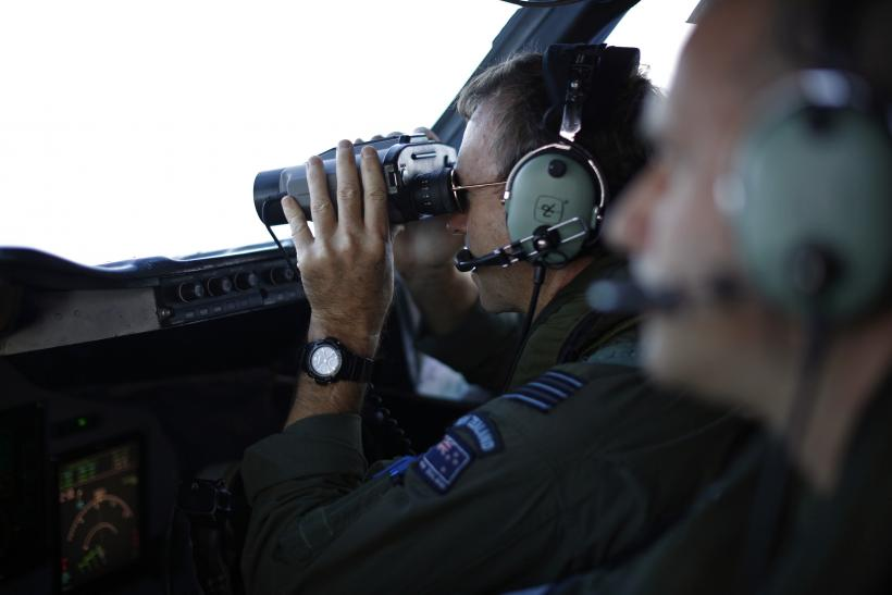 MH370 search binoculars March 29