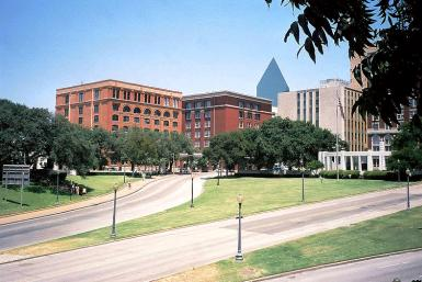 Dealey Plaza 2003 Wikimedia - Brodie319