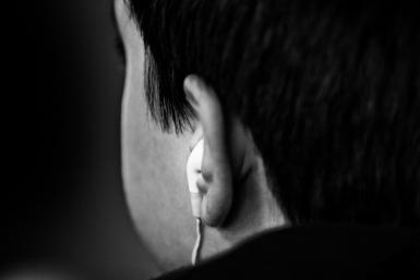 Earbuds_jeffgolden_flickr