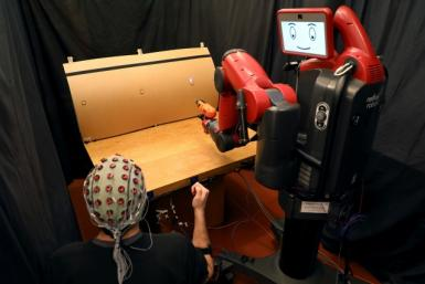 Controlling robot with brain signals