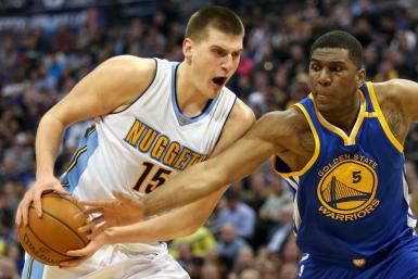 Nikola Jokic (L) and Kevin Looney (R)