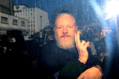 GettyImages-Julian Assange in London