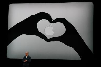 Apple MacBook heart