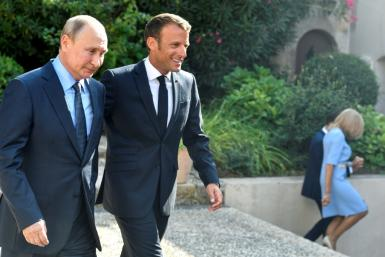 Macron and Putin agree there is a chance for peace in eastern Ukriane but clashed over Syria's civil war