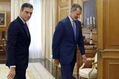 Spanish acting Prime Minister Pedro Sanchez (L) met with King Felipe VI of Spain (R) who concluded there was no candidate with enough support to form a government