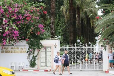 Managers of the hotel Les Orangers in Hammamet, Tunisia, briefly delayed the departure of a group of tourists until they could verify that payments owed by Thomas Cook had been made