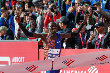 Kenya's Lawrence Cherono wins the men's 2019 Chicago Marathon