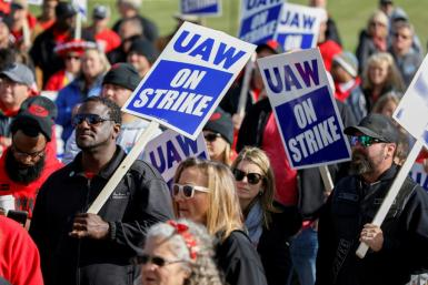 Leaders of the United Auto Workers announced that they reached a tentative deal with General Motors to end a nationwide strike begun September 16