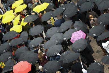 The umbrella vigil calls on the literary world to show solidarity and set an example for freedom of expression and freedom of the press