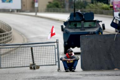 Lebanese protesters set up fresh blockades to close key roads despite increased security