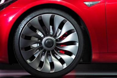 Eye-catching Tesla turbine wheel on a Model 3
