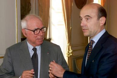 Felix Rohatyn (L), then the US ambassador to France, is seen meeting then-mayor of Bordeaux, Alain Juppe, on March 13, 2000