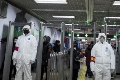 Many Chinese netizens have been incensed by what they perceived as a series of errors at a televised press conference Sunday by local officials at the heart of the new virus outbreak