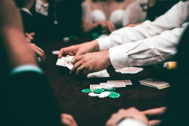 people-playing-poker