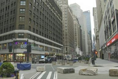 Coronavirus: Iconic NYC shopping streets deserted