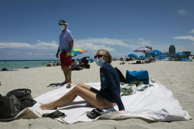 This Texas couple wore face masks while sunbathing in Miami Beach