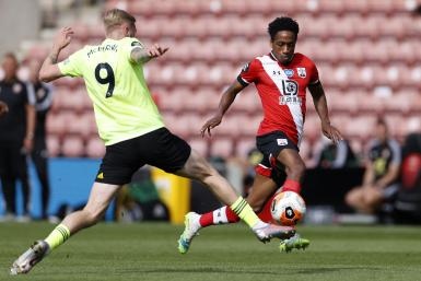 Kyle Walker-Peters of Southampton battles for possession with Oliver McBurnie of Sheffield United