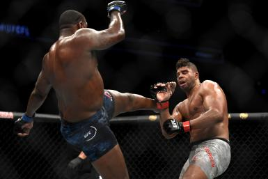 Walt Harris (L) of the United States fights Alistair Overeem (R)