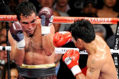 Manny Pacquiao of the Philippines (R) punches Oscar de la Hoya of US