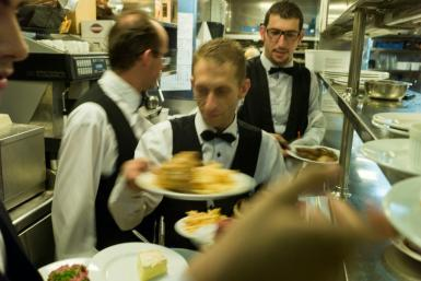 Restaurant owners in France say tens of thousands of employees have called it quits.