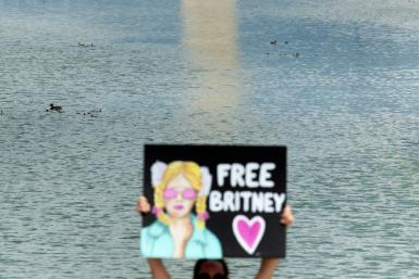 """A woman holds a """"Free Britney"""" sign during a rally in Washington in front of the Lincoln Memorial protesting the conservatorship of Britney Spears"""
