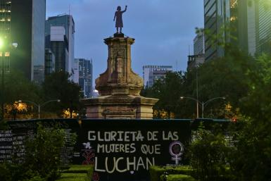 """A statue in honor of """"Women who fight"""" has been placed on a plinth in Mexico City where once stood the figure of Christopher Columbus"""