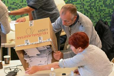 Ballot counting was already underway on Sunday afternoon in the race to challenge Viktor Orban