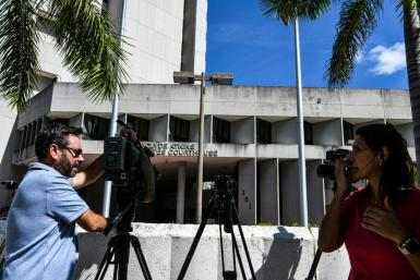 Media stand outside a courthouse in Miami, Florida on October 18, 2021 during a hearing for Colombian businessman Alex Saab, who was extradited to the US