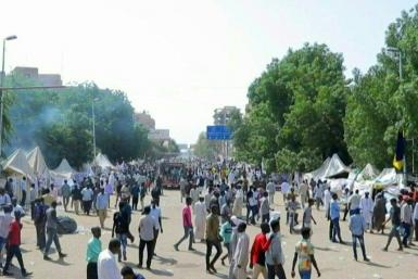 IMAGES Sudanese pro-military protesters gather outside the presidential palace in central Khartoum to demand the dissolution of the transitional government as the anti-government sit-in enters its sixth day.