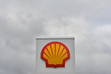 A $5.2 billion bad bet on commodity derivatives pushed Shell into a quarterly loss