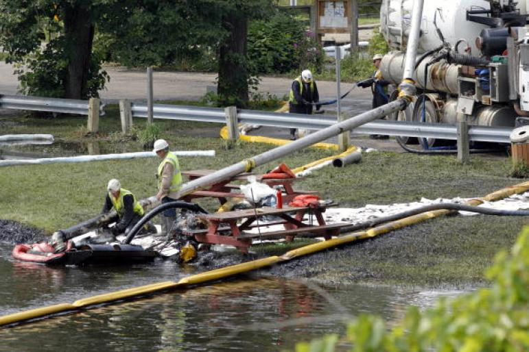 Oil spill Michigan