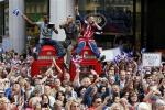 Thousands Cheer British Olympians on Streets of London