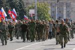 rebels parade ukrainian soldiers