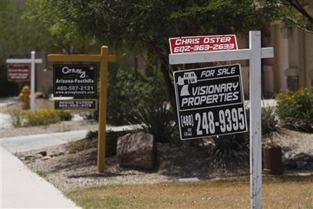 http://s1.ibtimes.com/sites/www.ibtimes.com/files/styles/v2_article_large/public/2010/06/29/12816-real-estate-signs.jpg