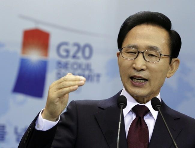 South Korean President Lee Myung-bak answers a reporter's question during a news conference regarding the upcoming G20 Summit at the presidential Blue House in Seoul, November 3, 2010.