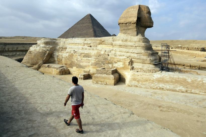 Egypt Pyramids sans tourists