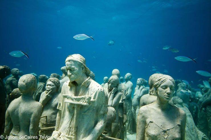 The underwater 'human reef'