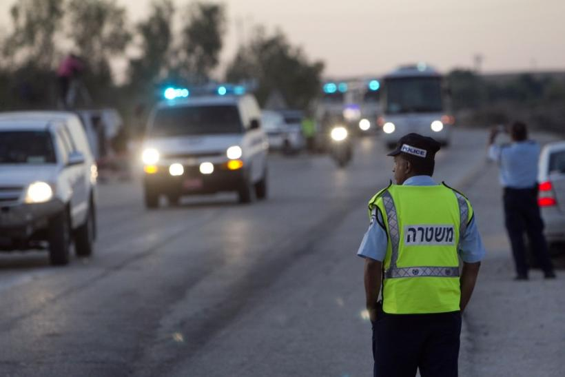An Israeli policeman stands guard as a convoy carrying Palestinian prisoners leaves the Ketziot prison in southern Israel October 18, 2011.
