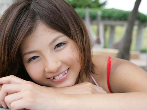 In Japan, Crooked Teeth Enhancement for Girls is Hot Trend