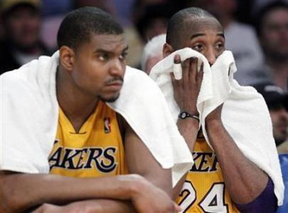Los Angeles Lakers center Andrew Bynum (L) and guard Kobe Bryant (R) sit on the bench in the final minutes of a loss to the Dallas Mavericks during Game 2 of the NBA Western Conference semi-final basketball playoff in Los Angeles, California