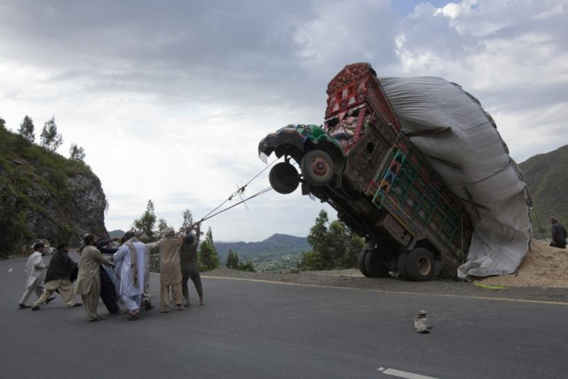 Strangest Ways People Flip-Flop In 'Overloaded' Situations Around The World