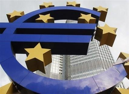 Euro Ticks Up After Successful Italian Bond Sale