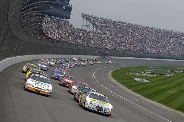 The Quicken Loans 400 at Michigan International Speedway gets underway just after 1 p.m. ET.