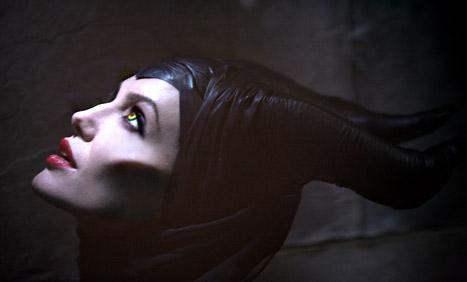 First Look: Angelina Jolie as Evil Queen Maleficent