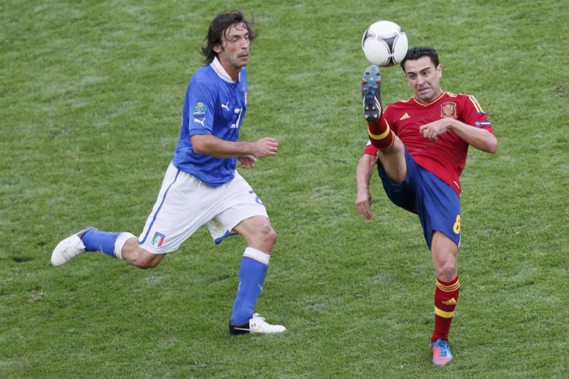 Andrea Pirlo (L) and Xavi